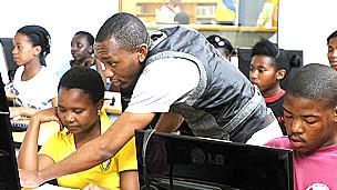 Aula que utiliza Khan Academy en Sudáfrica