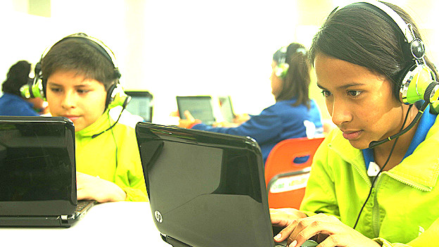 Alumnos de las escuelas Innova en Perú