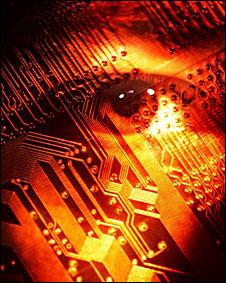 Montaje de un ojo sobre un circuito electrónico